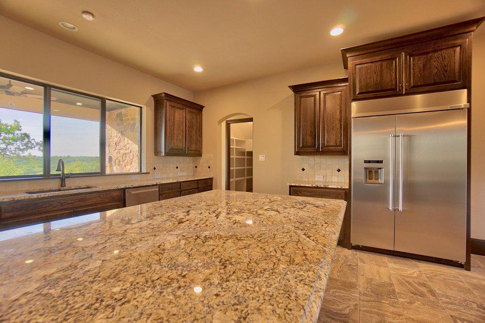21 kitchen 10.jpg