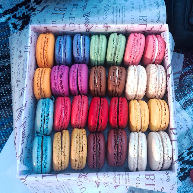 Happy Friday from #Ossastudios. #macroons #happyhour #sweets