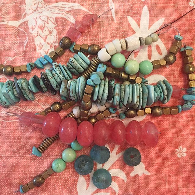 So many possibilities on this Friday afternoon #beads #turquoise #pink😍 #toomanyoptions
