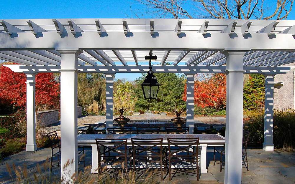 Colonial lighting fixture and pergola