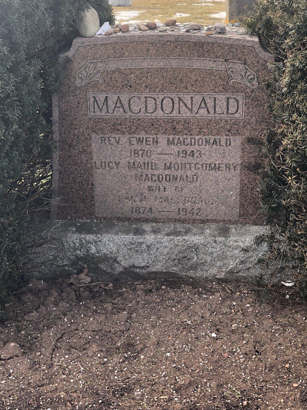 Grave J.jpg