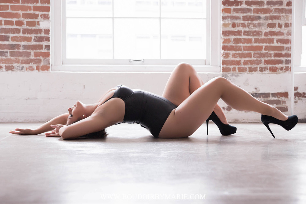 International Boudoir Photographer Boudoir by Marie traveled to Vancouver, Canada for this sexy and curvy boudoir photography session.
