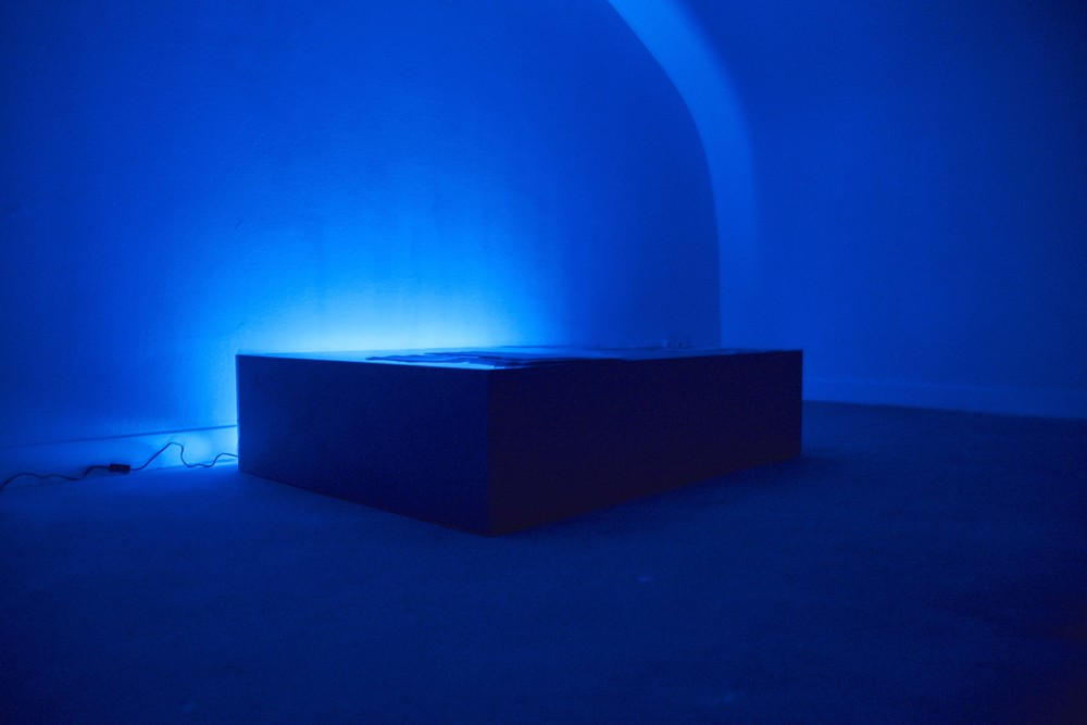Chateaubriand's Night , 2015 wooden pedestal, sound, texts, painting, fluo, filters 145 x 110 x 35 cm   photo by Claire Désérable