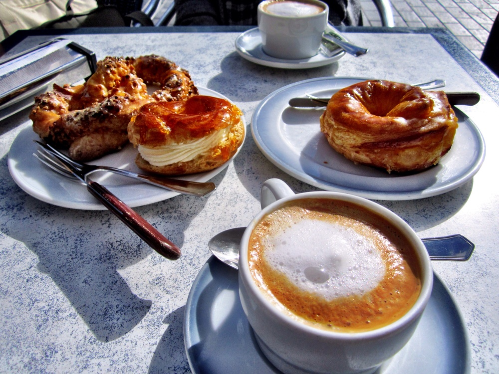 The incredible pastries and cafe con leche at Oiartzun in San Sebastián, including the showstopper petisu