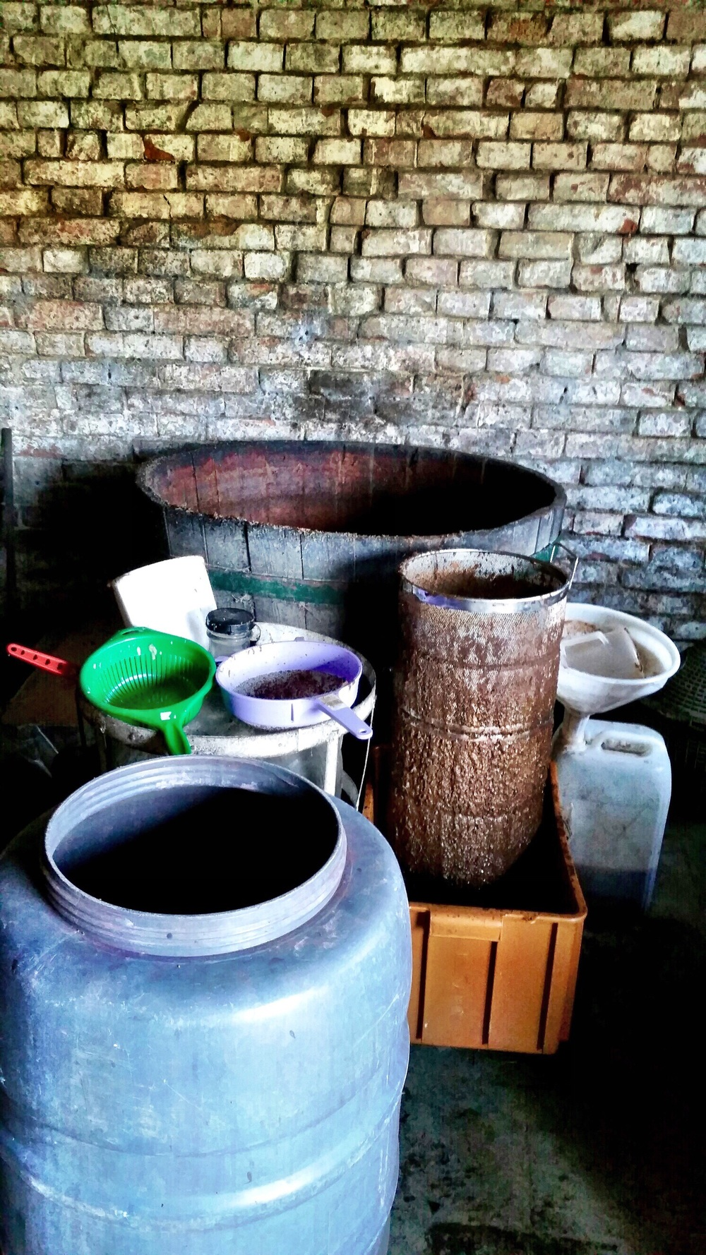 Tubs and sieves for vinegar production