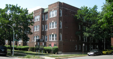 1900 W. Farwell: 30-unit multi-family investment sale in Rogers Park, Chicago. Courtyard building close to Metra.