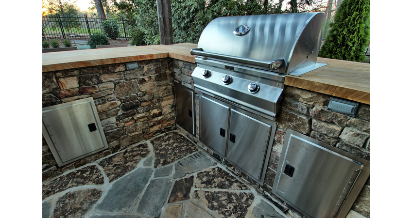 Outdoor-Kitchen-Drystack-Stone-Crab-Orchard-Countertop-Stainless-Steel-Grill-Built-in-Grill-FireMagic-Flagstone-Patio.1.jpg