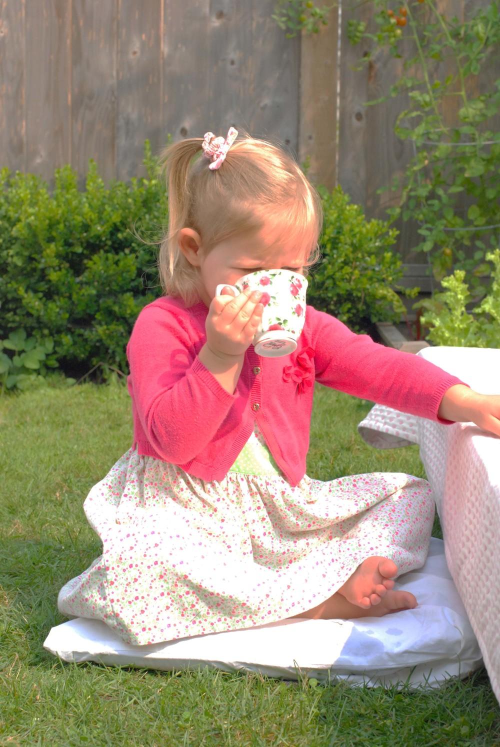 noelle drinking tea