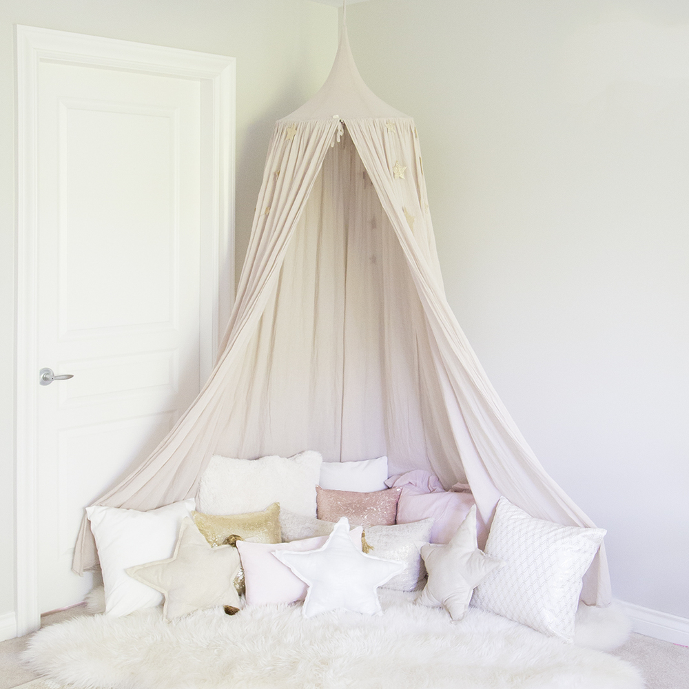 Decorating A 10x10 Bedroom: Canopy Girl Bedroom & Pink Canopy With Pillows In Girl Room