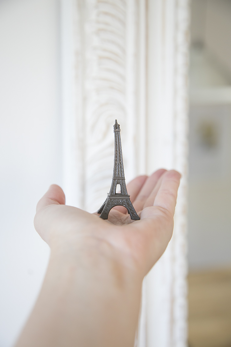 eiffel tower figure