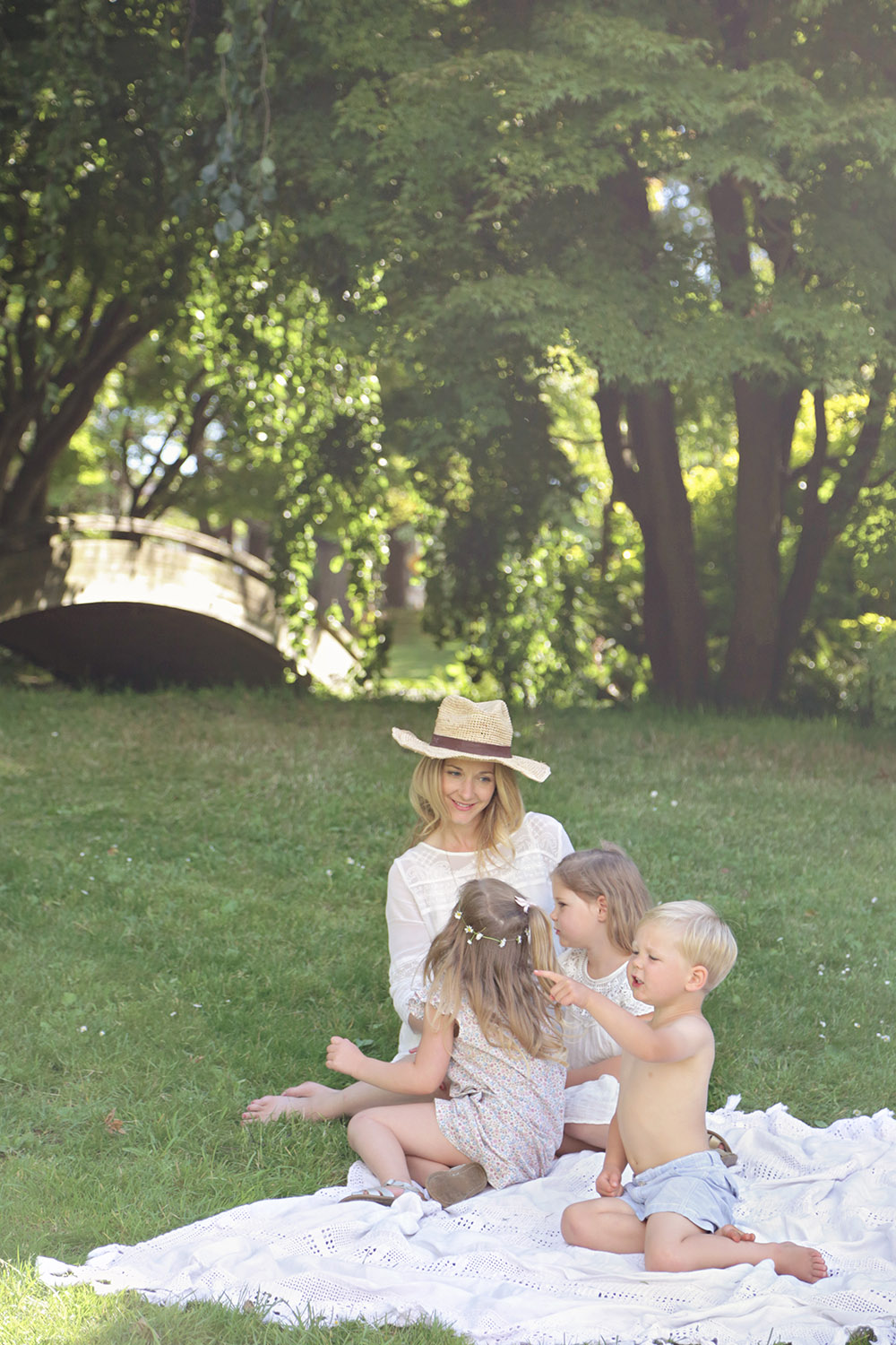 Melissa with kids