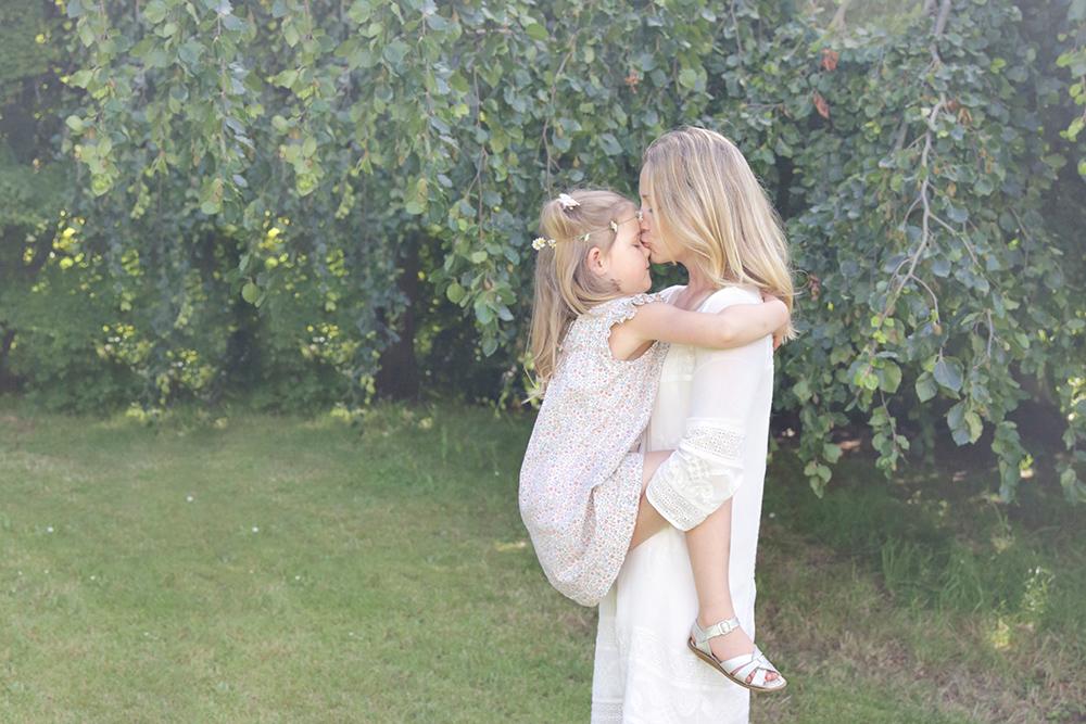 Melissa kissing Noelle