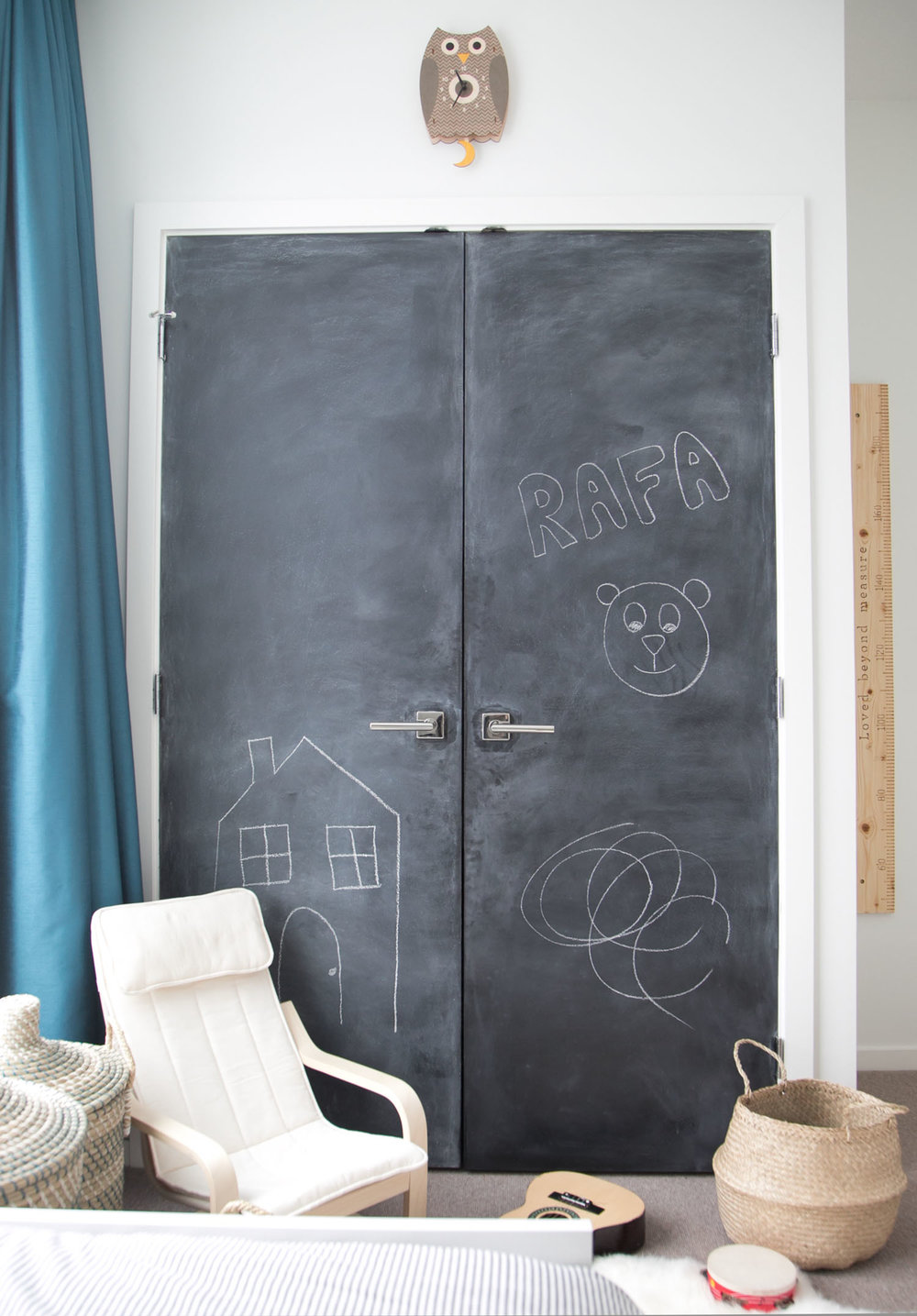 Chalkboard closet doors in Vancouver baby and toddler shared kids room