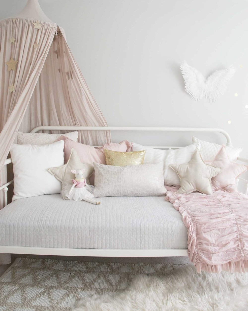 daybed with pillows in girls room