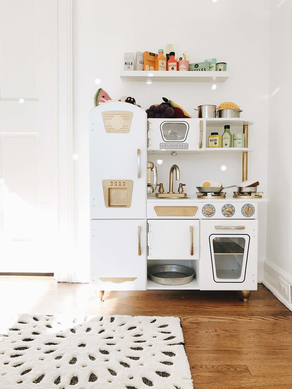 8 OF THE BEST PLAY KITCHENS FOR TODDLERS — WINTER DAISY interiors ...