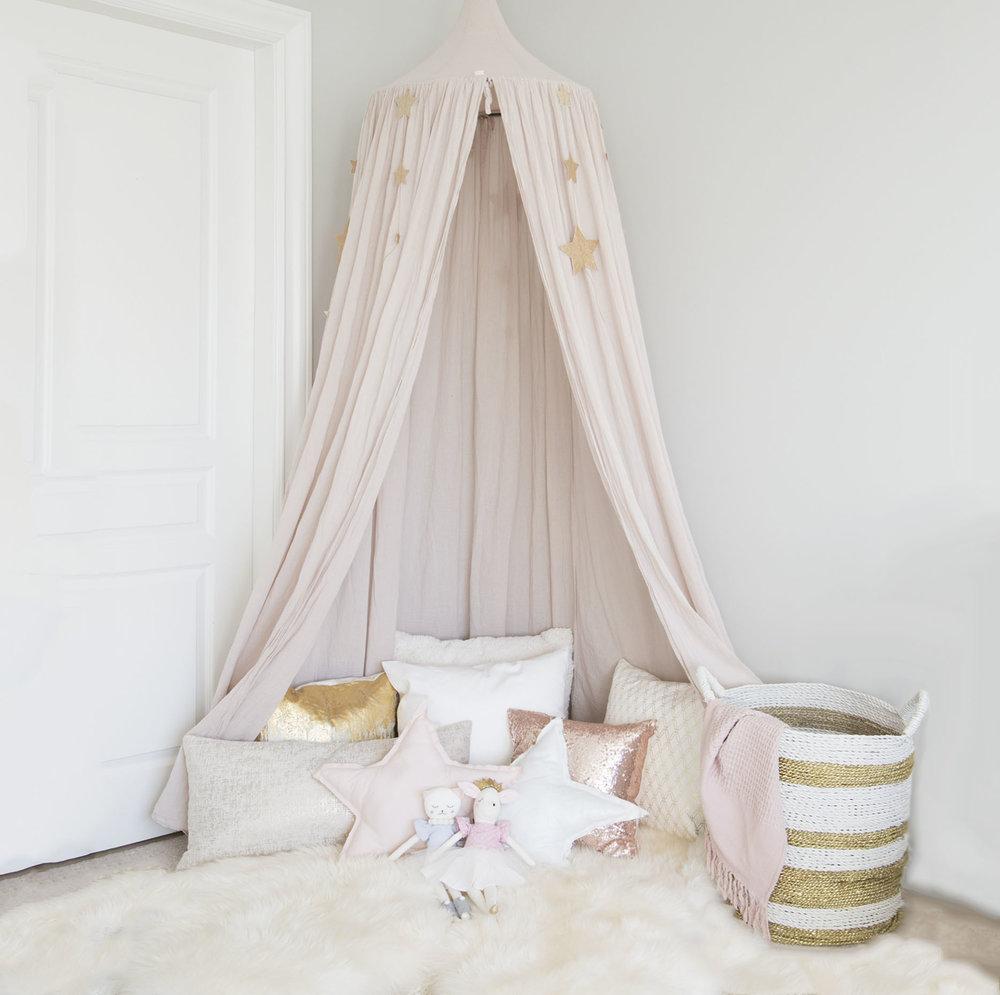 canopy corner in girls room