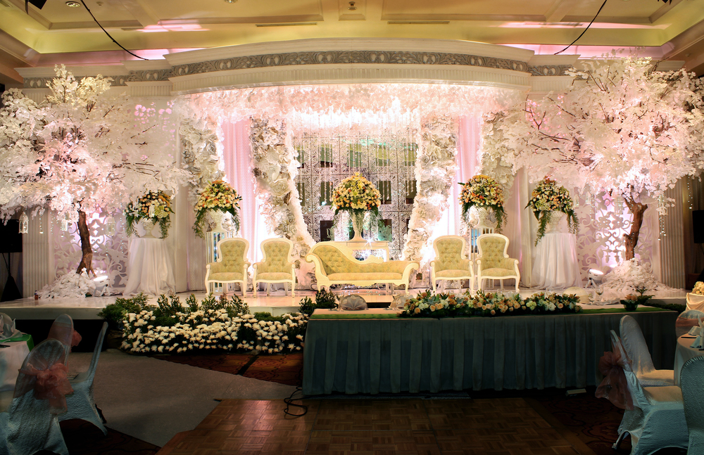 Glamourous and Elegant wedding decoration J W Marriott Jakarta by Azalia Decoration
