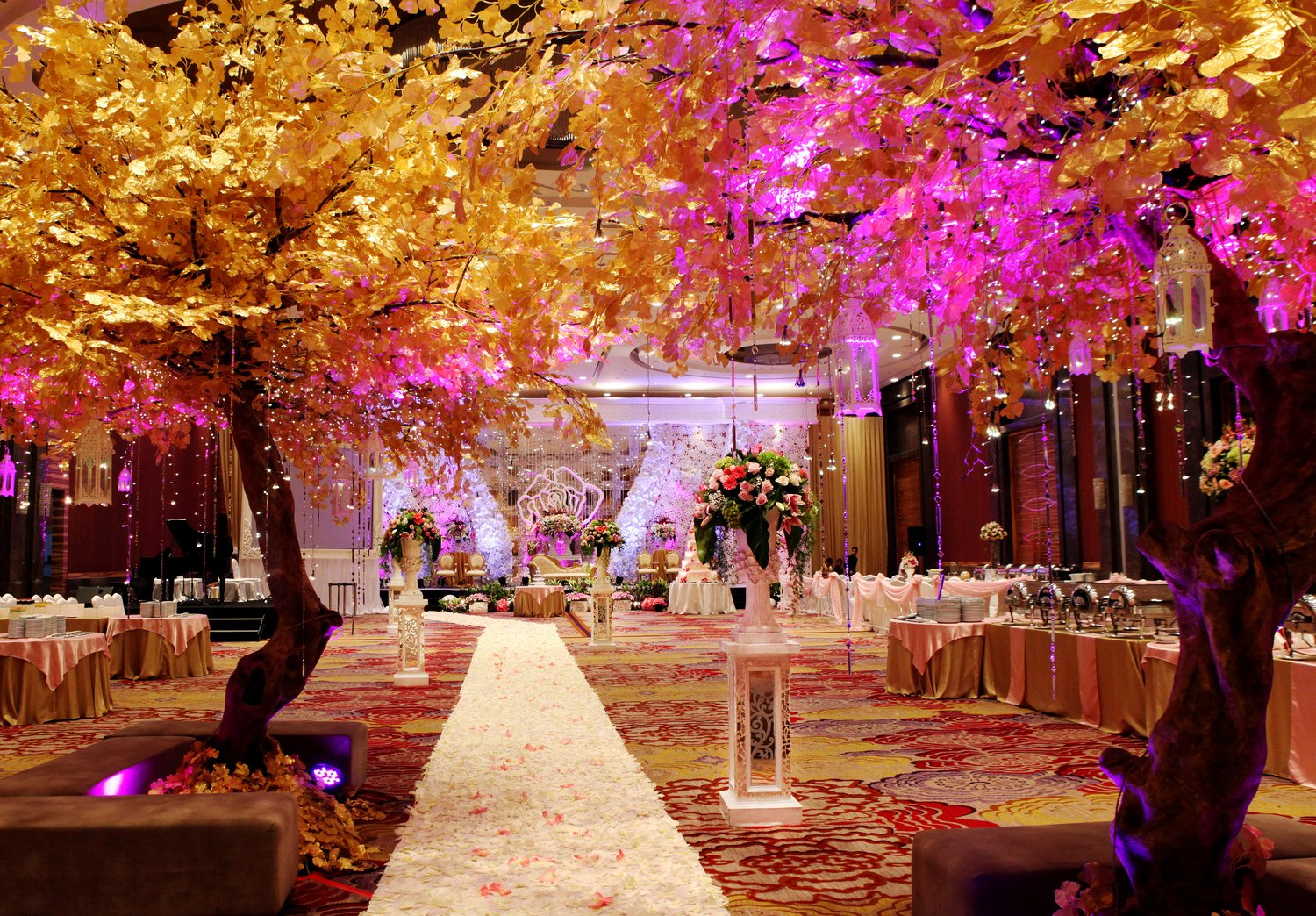 Azalia decorationwedding decoration azalia decoration glamour modern wedding decoration the ballroom emporium jakarta by azalia decoration junglespirit Gallery