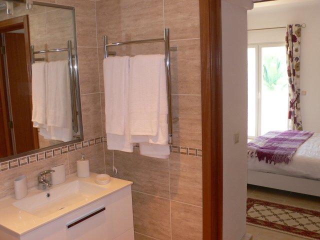 Ensuite Bathroom Vernon casa margarida — carvoeiro holiday