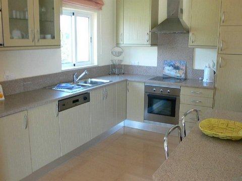 VC16 kitchen.JPG