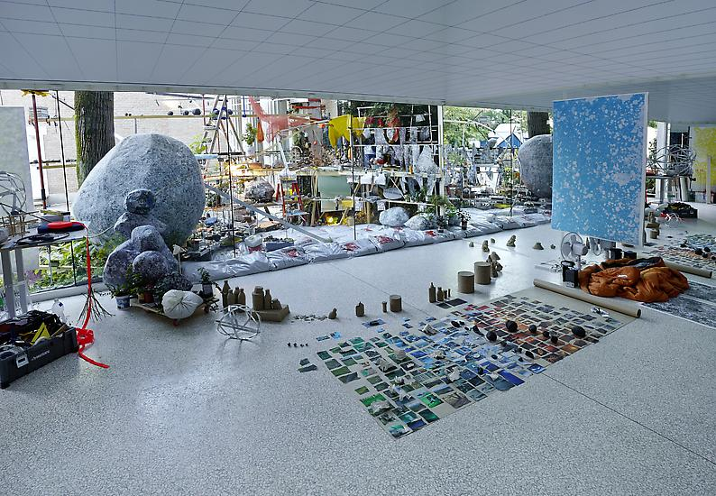 Sze, S. (2013) Triple Point, installation view, US Pavilion, 55th Venice Biennale. Available at: http://www.tanyabonakdargallery.com/exhibitions/sarah-sze-triple-point (Accessed: 13 November 2017).