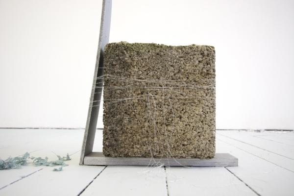 Kelly M. O'Brien, By a Thread. Paper, wood, paint, thread, cinder block. 110x175x10 cm | 43x69x4 inches. Studio 1  assessment installation for Bath Spa School of Art and Design MFA. ©2018