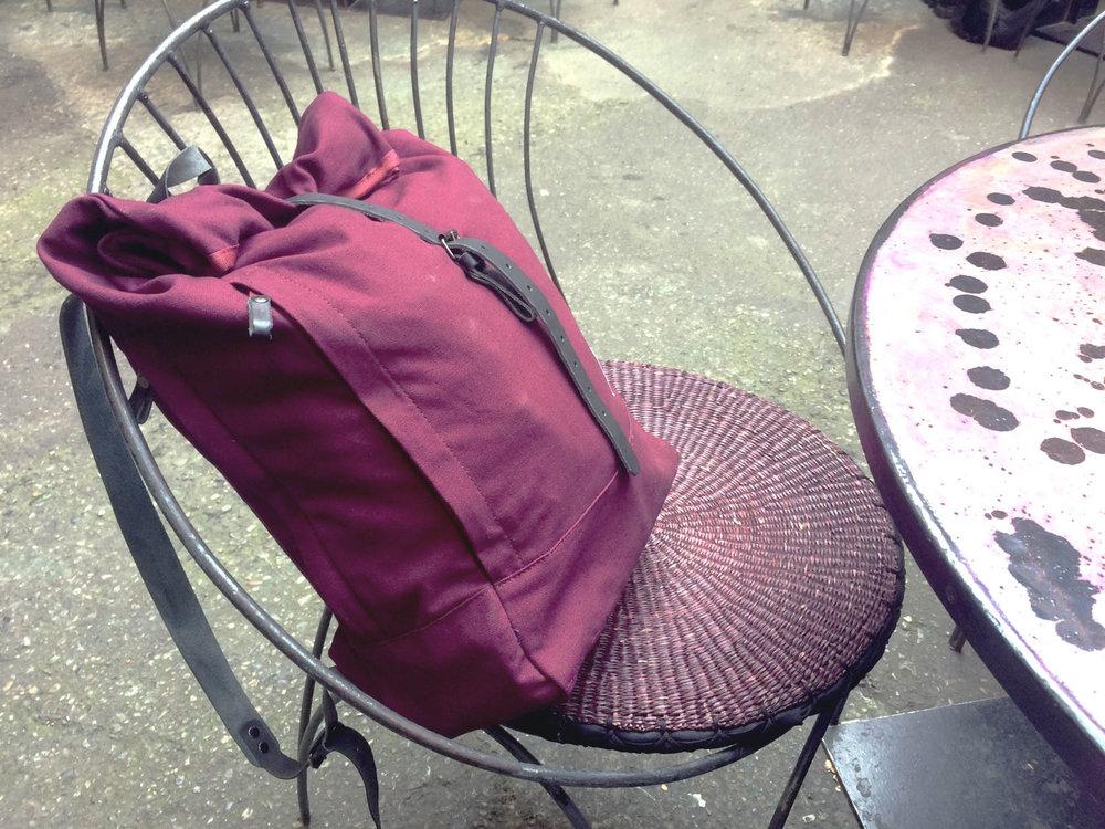 Eine kleine Pause für den neuen Roll-Over Rucksack von BADI Culture...