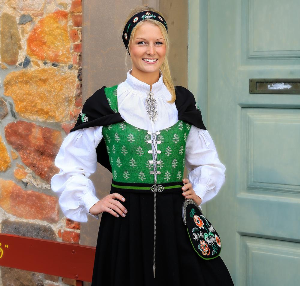 Ostfoldbunad-1500-COPYRIGHTED-gamlebyen.jpg