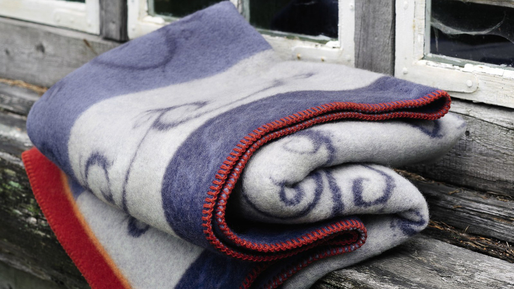 Pledd fra Røros Tweed er en av bestselgerne våre.