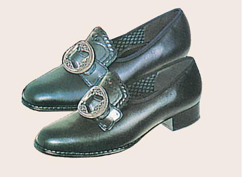 Her hos oss i Liers Husflid har vi bunadsko fra Klaveness. Skoene er av kalveskinn og sies å være noen av de mest komfortable på markedet.