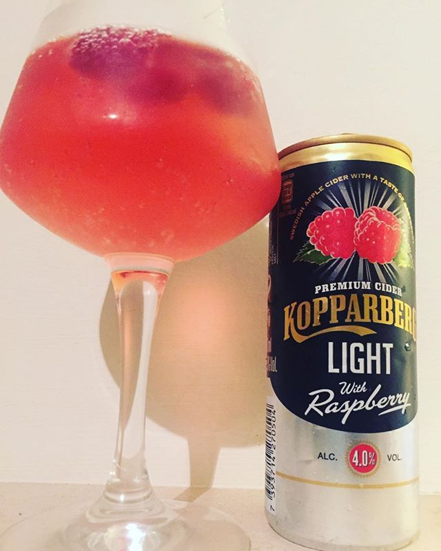 In this heat there is nothing better than a fruity cider! This new raspberry Kopparberg is only 4 syns per 250ml can. Its well worth saving your syns for 😍💦💦🔆🔅 #lowsyntreat #slimmingworld @kopparberg #lowcal #healthyeating #under5syns #under100cals