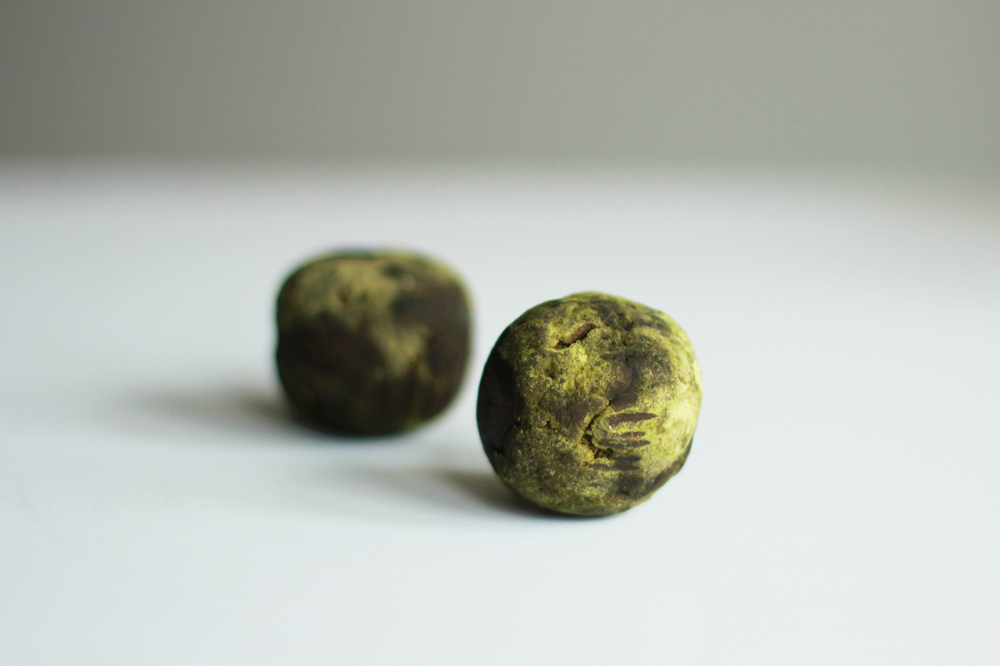 The Rain, a spicy truffle to be served with a dram of Diurach's Own. Photography by Carol Soutar.