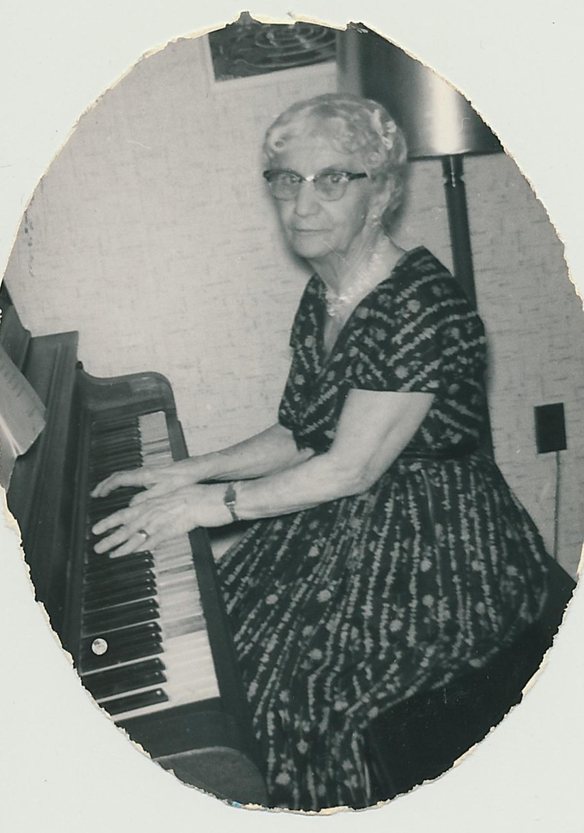 LauraDumm_piano