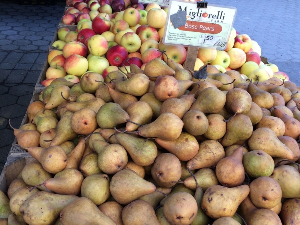 Apples and pears from Migliorelli Farm for less than $2 a pound