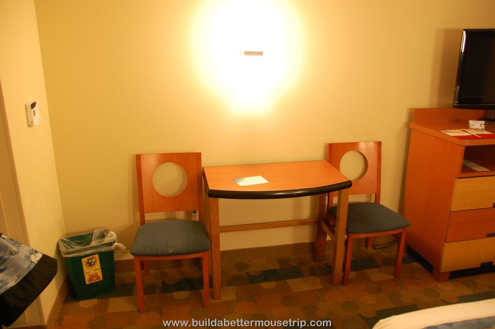 Pop Century Table and Chairs