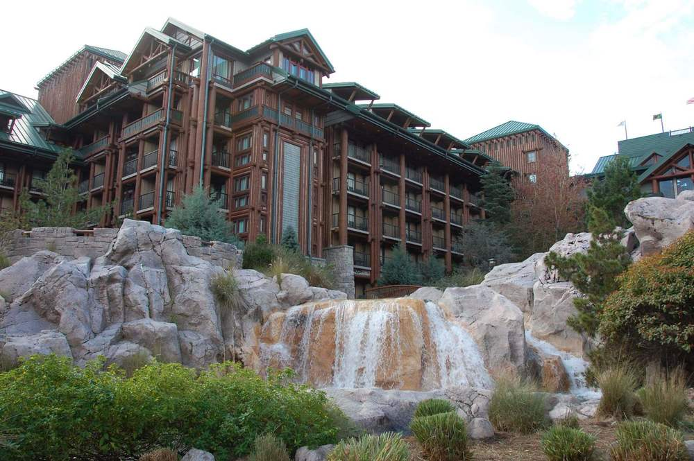 Disney's Wilderness Lodge Courtyard Views - Photo courtesy of http://www.buildabettermousetrip.com/disneys-wilderness-lodge