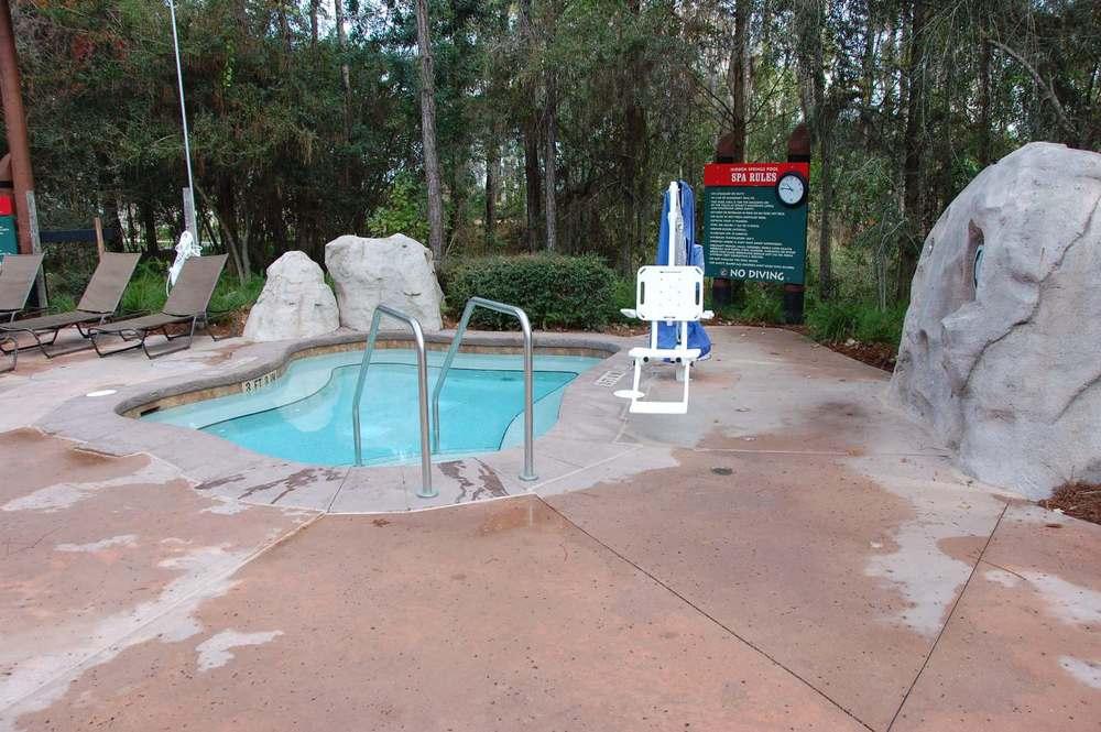 Villas-at-Disneys-Wilderness-Lodge-Hidden-Springs-Hot-Tub.JPG