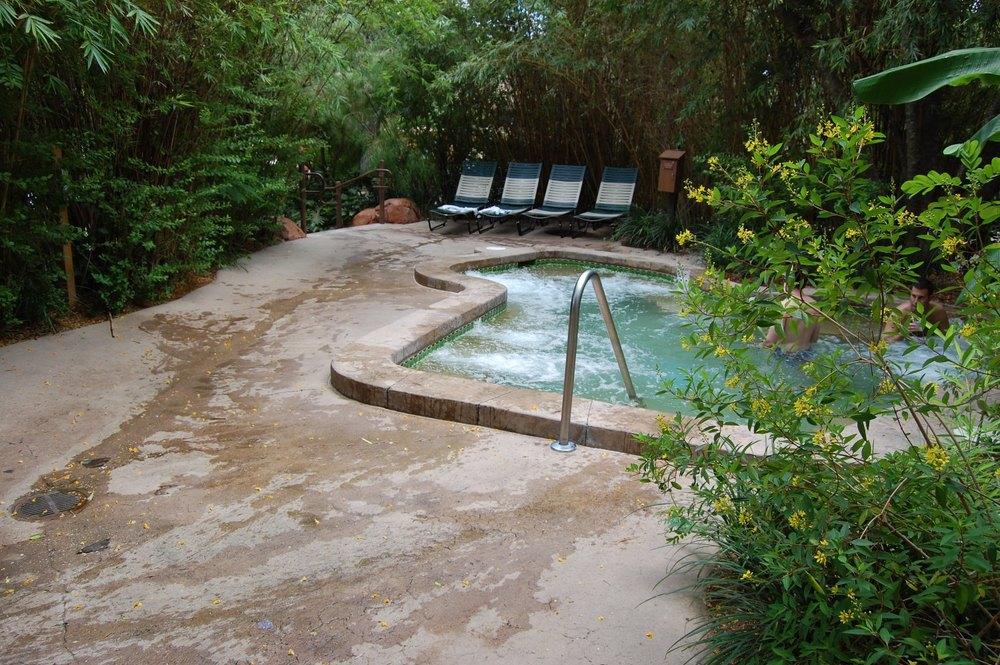 Disney's Animal Kingdom Lodge has whirlpool spas in the Uzima pool area / Photo by www.buildabettermousetrip.com