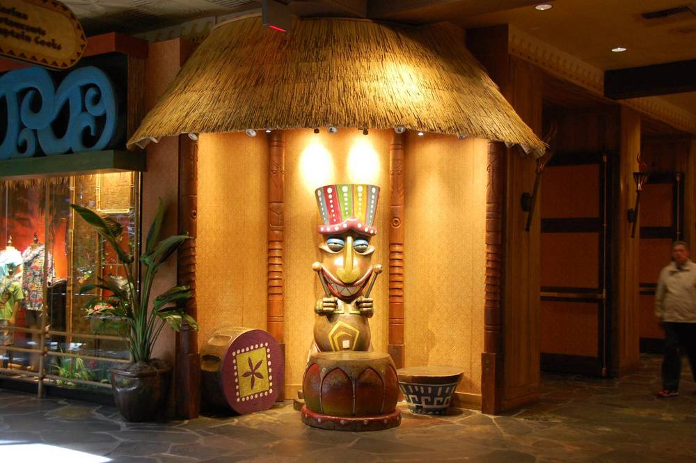 POLYNESIAN LOBBY PICTURE SPOT