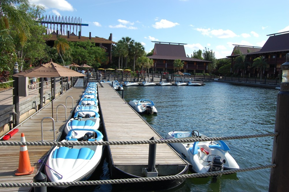 MARINA & BOAT RENTAL AREA AT DISNEY'S POLYNESIAN VILLAGE RESORT / DISNEY WORLD - FLORIDA.