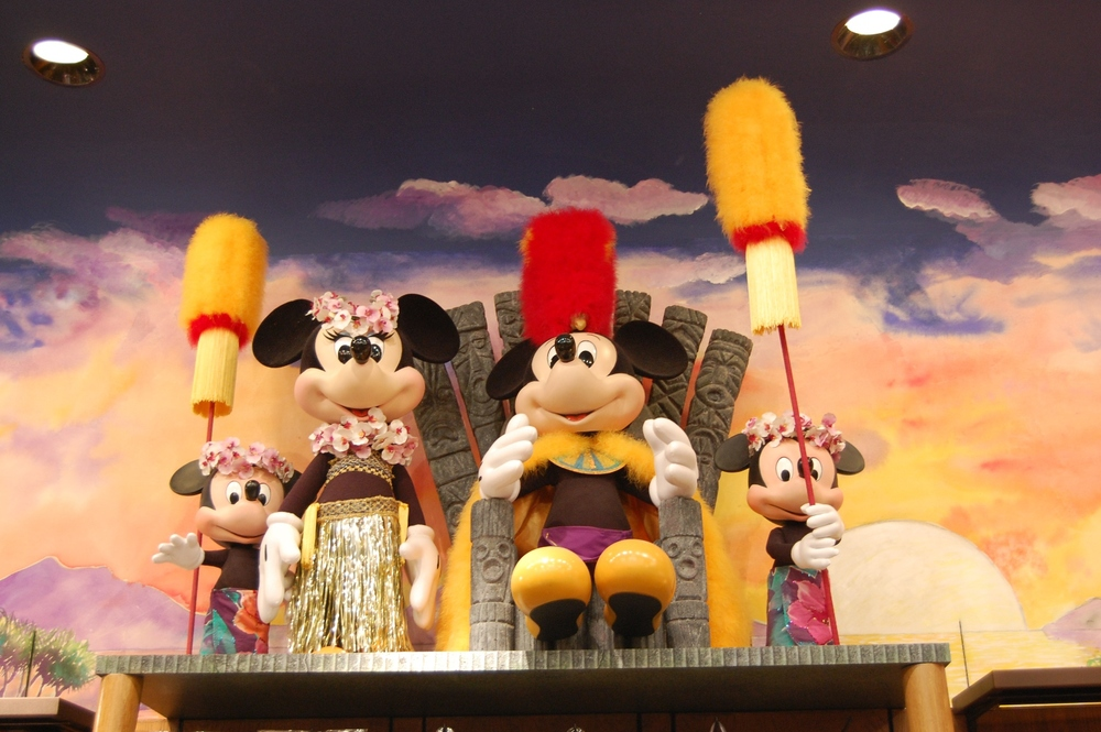HAWAIIAN STYLE MICKEY MOUSE & MINNIE MOUSE AT DISNEY'S POLYNESIAN RESORT / DISNEYWORLD