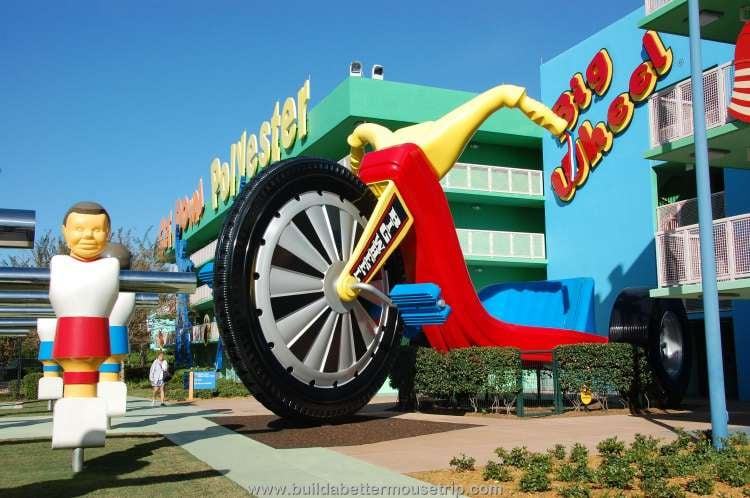 Giant Big Wheel icon at one of the buildings in the 1970s area at Disney's Pop Century Resort