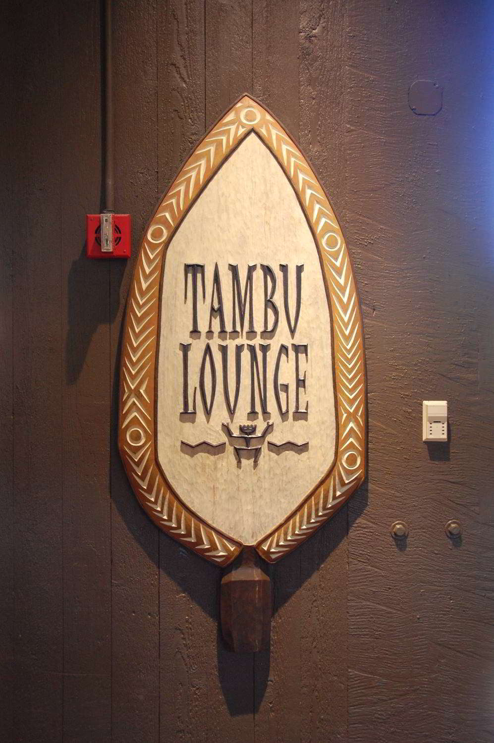 Disneys-Polynesian-Village-Tambu-Lounge.jpg