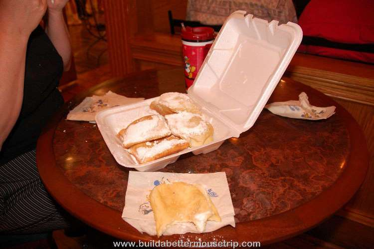 Disney's-Port-Orleans-French-Quarter-Beignet.jpg