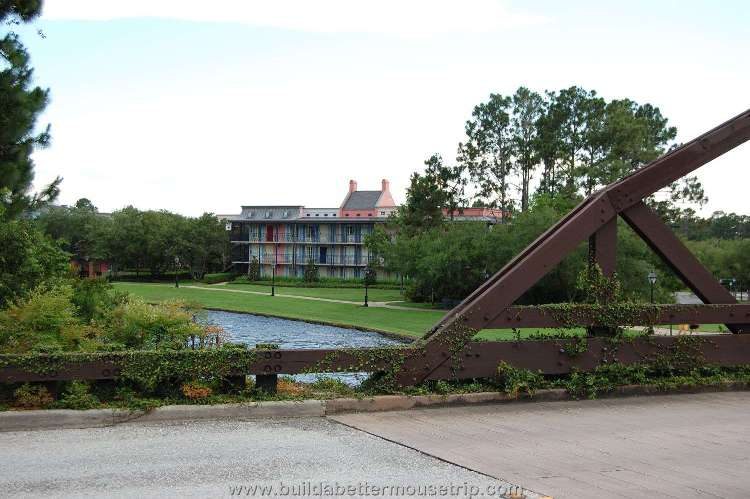 Disney's-Port-Orleans-French-Quarter-Bridge-to-Riverside-Mansions.jpg