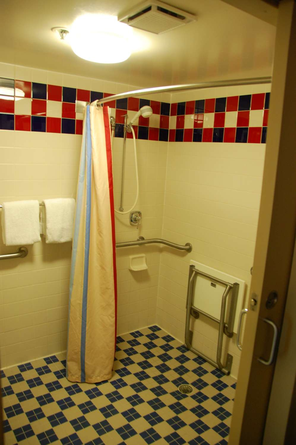 307-All-Star-Sports-Room-Accesible-Room-Roll-In-Shower.JPG
