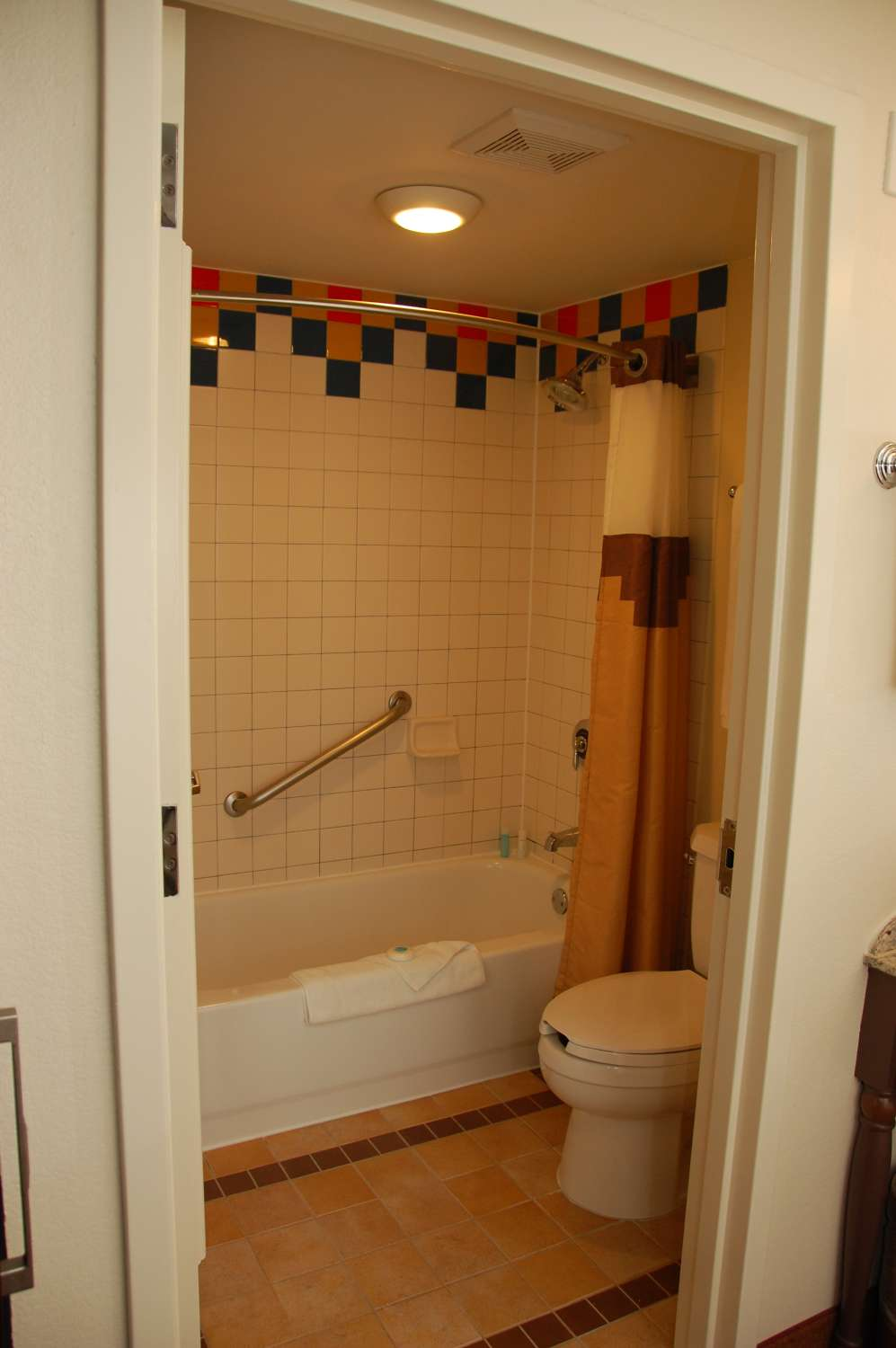 coronado-springs-047-Room-bathroom.JPG
