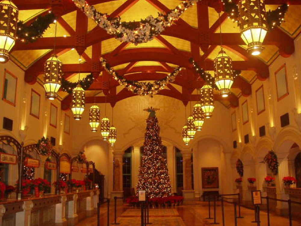Coronado-Springs-078-Christmas-Decorations-in-Lobby.jpg