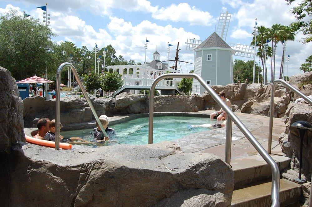 Disneys-Beach-Club-hot-tubs-and-cool-tubs-compressor.jpg