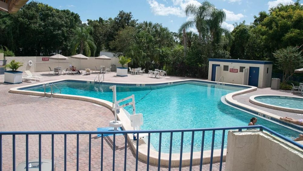 The swimming pool at Best Western Lake Buena Vista - Disney Springs: an official Good Neighbor hotel offering exclusive Walt Disney World Resort benefits.